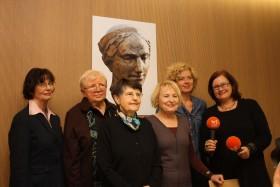 Preisträgerinnen und Moderatorin (von links): B.Sichtermann (2015), L.F.Pusch (2016), B.Beuys (2017), B.Mika (2012), L.Ortgies (2014) und U.May (HR 2 Kultur). Foto Jutta Schütz